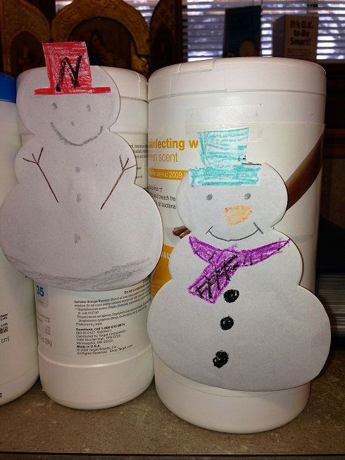 Wipe container with snowman decoration