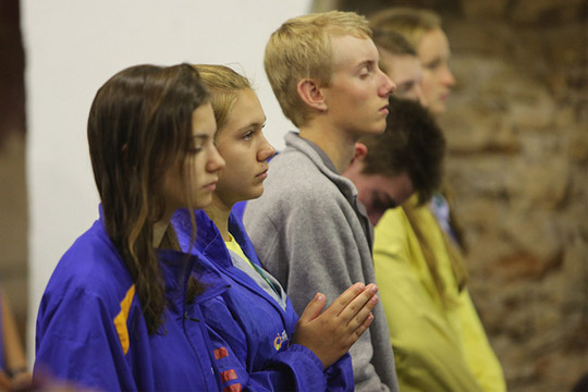 youth praying at Mass - (CC BY-ND 2.0)