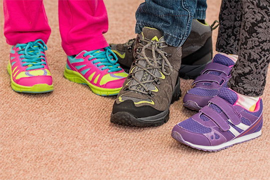 walking shoes - movement