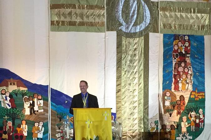 Joe Paprocki accepting NCCL award